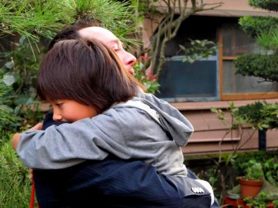 rion-and-bruce-first-hug-in-2-years