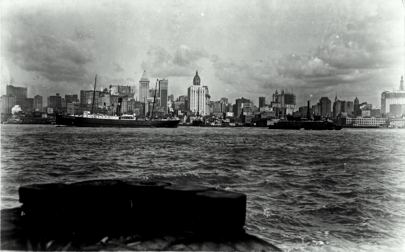 Lower Manhattan from the Brooklyn side.png